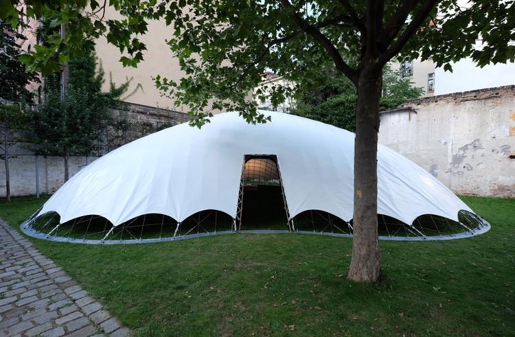 Pabellón inflable y fácil de construir proporciona refugios rápidos y baratos para damnificados, © Jirka Jansch