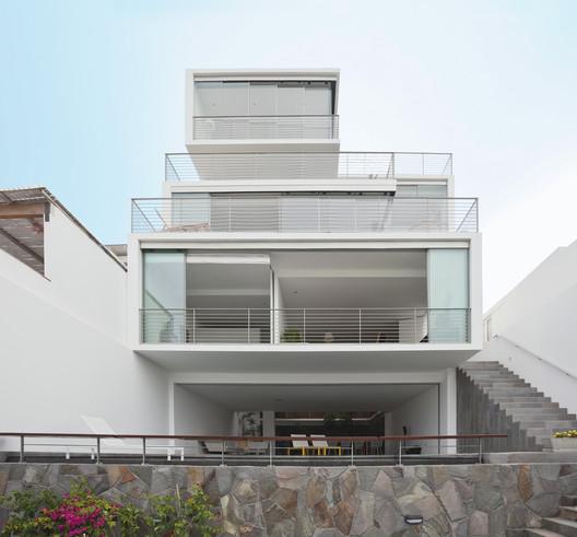 The 22, Lima, Peru, 2010. Image © Eduardo Hirose