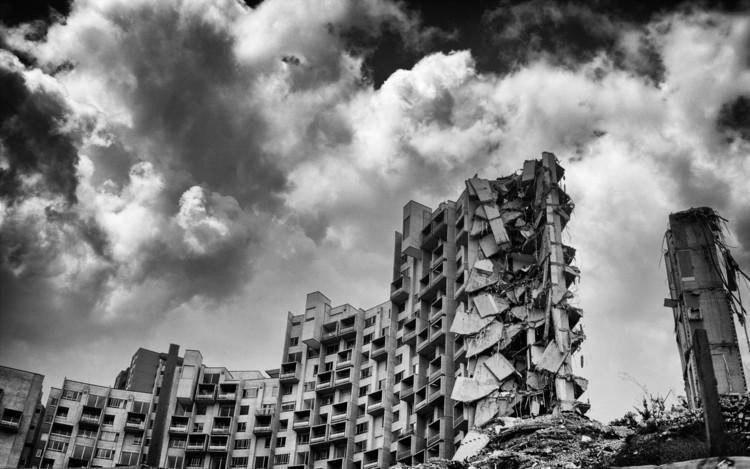 A cuatro años del derrumbe del edificio Space en Colombia, condenan a responsables de su construcción, Edificio Space después de la implosión programada de la quinta torre en febrero de 2014. Image © Dorian Miguel Ospino Caro [Flickr], bajo licencia CC BY-ND 2.0