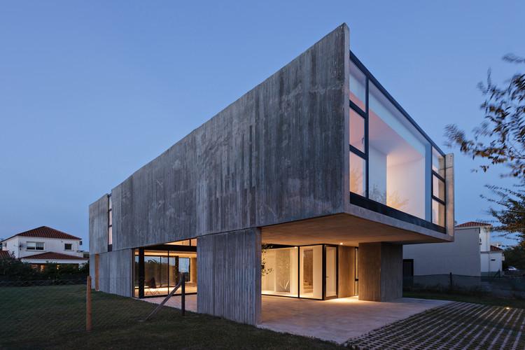 Casa en La Comarca / Anibal Bizzotto + Diego Cherbenco, © Albano García