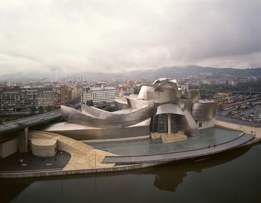 Guggenheim Museum Bilbao, 1997. Image © David Heald