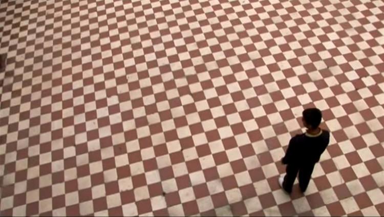 """Post Office Cowboys: 'Cada uno de nosotros conoce su propia Bogotá',  Captura de """"Jugando con el ruido"""". Critovideo sobre Juan Manuel Roca, realizado por Santiago Mutis, Jineth Ardila y Pablo Burgos en 2010. Image"""