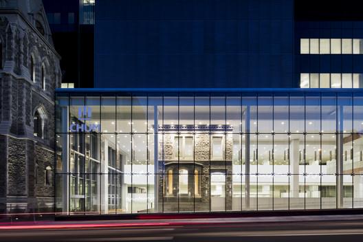 Centre Hospitalier de l'Université de Montréal (CHUM) / CannonDesign + Neuf Architect(e)s. Image Courtesy of CannonDesign + Neuf Architect(e)s