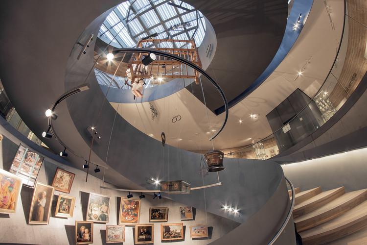 معماری و تصاویر یک نمایشگاه خارجی همراه با تحقیق