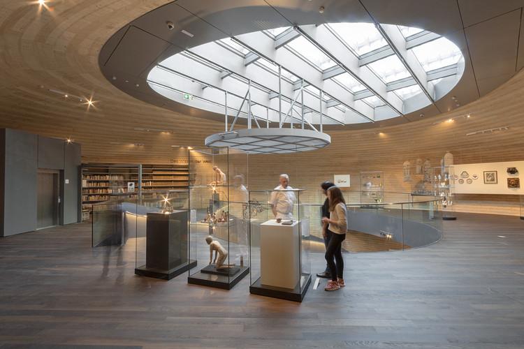 """مرکز """"Wunderkammer des Broutes"""" با یک دهلیز دایره ای تشکیل شده است"""