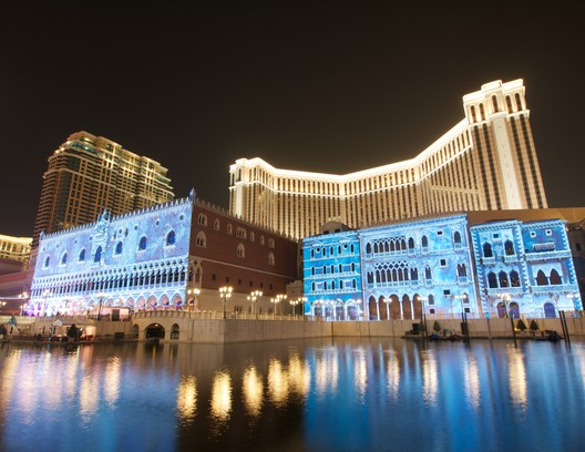 6. The Venetian Macao, Macau ($2.4 billion). Image © <a href='https://www.flickr.com/photos/montoya711/8300656204/'>Flickr user Melv_L - MACASR</a> licensed under <a href='https://creativecommons.org/licenses/by-sa/2.0/'>CC BY-SA 2.0</a>
