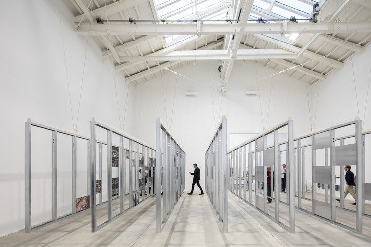 La Bienal de Venecia en tres tiempos, 'UNFINISHED' de España: Ganador del León de Oro en Bienal de Venecia 2016. Image © Laurian Ghinitoiu