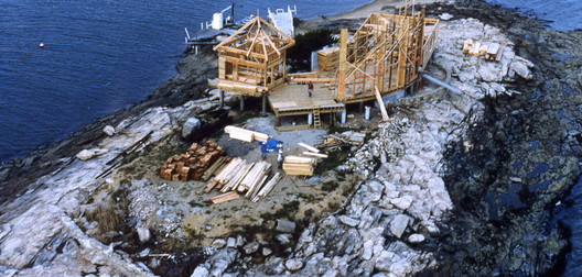 The construction site for a house (designed by the author), located on one of the Thimble Islands, off the coast of Connecticut, circa 1990. Image © Duo Dickinson