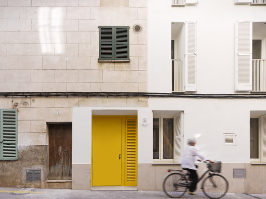 Carrer del Sol N°3 / Kresings Architektur