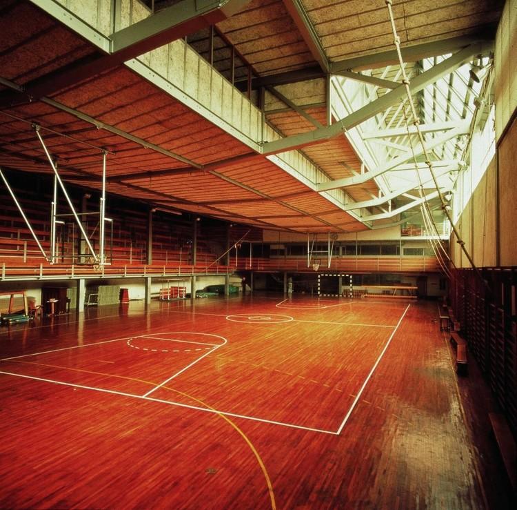 Diseñado por Alejandro de la Sota, gimnasio Maravillas es declarado Bien de Interés Cultural en España, Vista interior del gimnasio Colegio Maravillas. Image Cortesía de Fundación Alejandro de la Sota