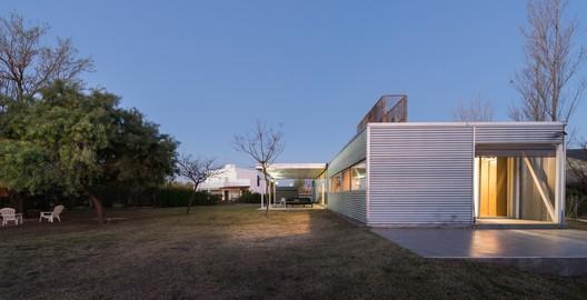 Casa en Fincas del Sur / Manuel Ignacio Martínez