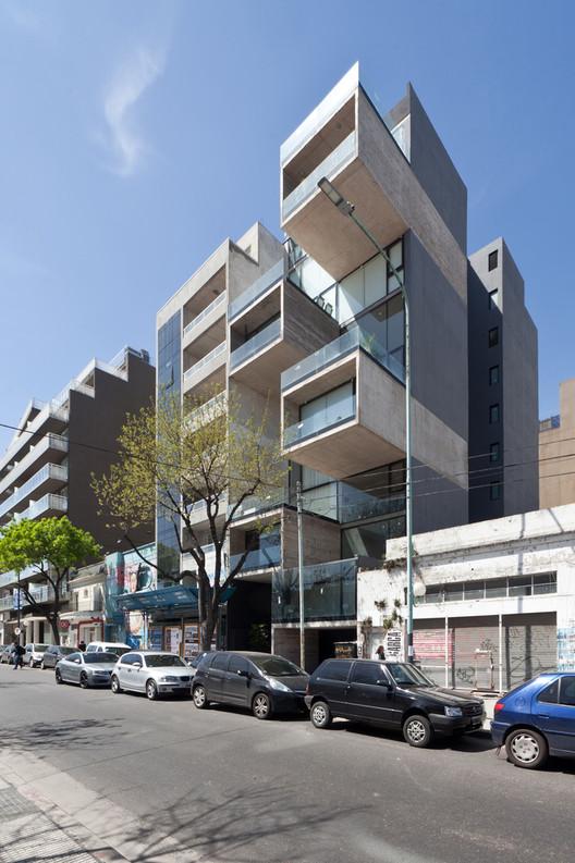 Premio Convocatoria Nacional - Viviendas Multifamiliares: Edificio Dorrego 1711 / Dieguez Fridman. Image vía Dieguez Fridman arquitectos