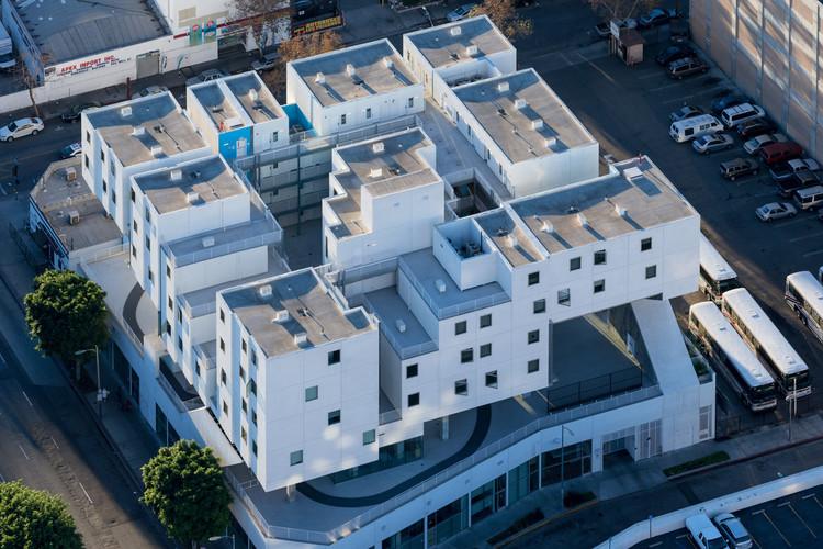 Michael Maltzan Architecture and UNStudio Headline 2017 Zumtobel Group Awards, Star Apartments / Michael Maltzan Architecture. Image © Iwan Baan