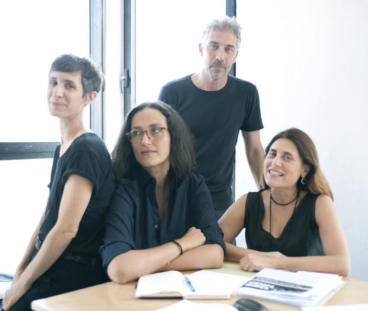 """Pavilhão de Israel na Bienal de Veneza 2018 explora o """"status quo"""" nos espaços sagrados, Equipe de curadores de Israel (Bienal de Arquitetura de Veneza 2018). Image © Daniel Sheriff"""