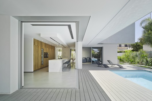 Villa ZüV / Tomás Amat + Pablo Belda Studio