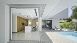 Villa ZüV / Tomás Amat + Pablo Belda