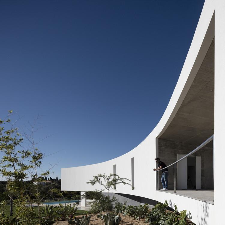 Casa em Alcalar / Vitor Vilhena Arquitectura, © Fernando Guerra | FG+SG