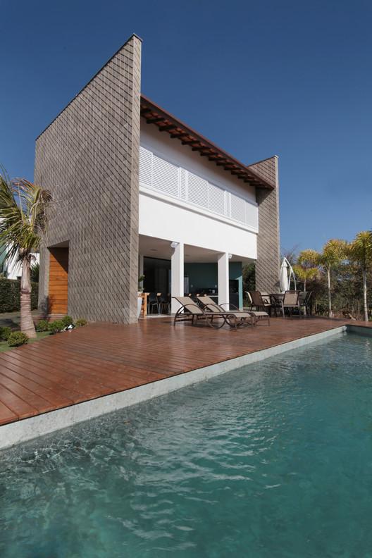 Casa Escarpas / Mutabile Arquitetura, © Carlos Dias