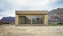 Tanpo Solar School / Csoma's Room Foundation