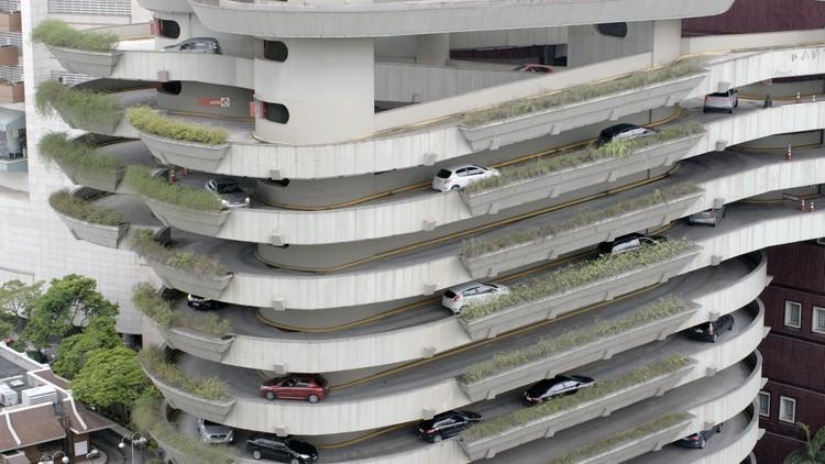 Eu sou a gentrificação: confissões de um canalha, Film: Trafego em São Paulo
