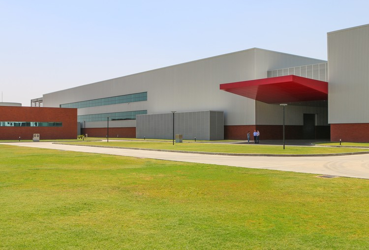 Fábrica Perto Índia  / Santini e Rocha Arquitetos + CP Kukreja Architects, © Lucas Rocha e J. Thomas Elbling