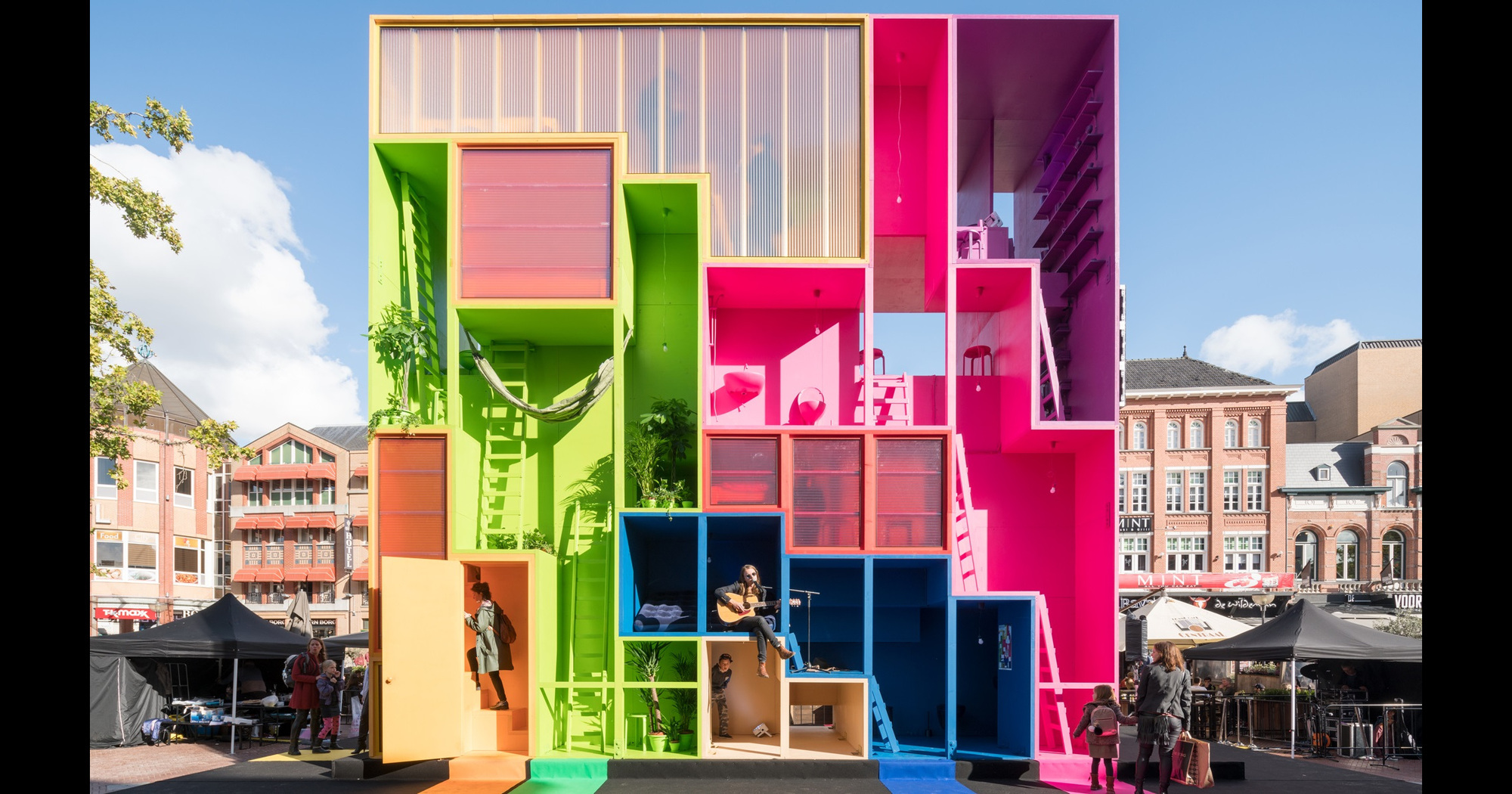 Mvrdv designs multicolored tetris hotel for dutch design for Best housing projects