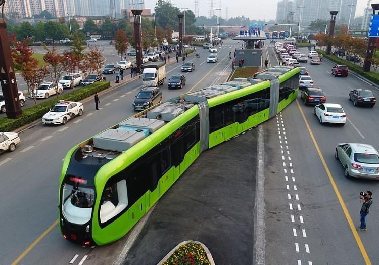China inaugura primeiro transporte público rápido e elétrico sem motorista, Cortesia de Foto: ImagineChina/REX. Cortesia de CicloVivo