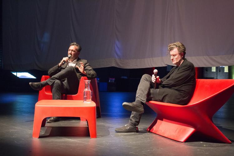 ¿Es usted feliz?, Rodrigo Tisi y Alfredo Jaar en la XX Bienal de Arquitectura y Urbanismo de Chile. Image © Manuel Albornoz