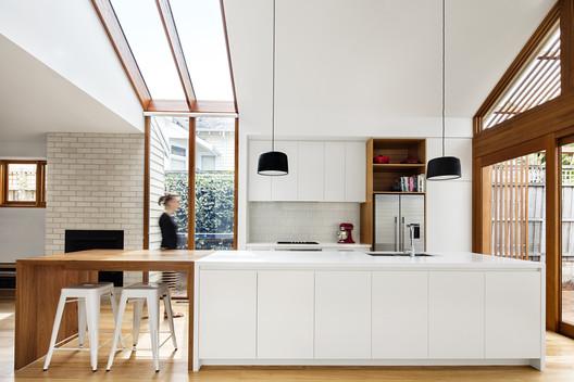 Casa Dos Aguas / Sheri Haby Architects