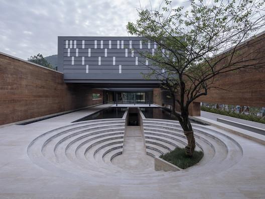 SanBaoPeng Art Museum / DL Atelier
