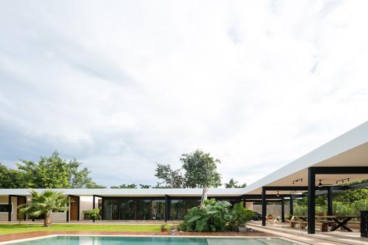 Casa Sitpach / Desnivel Arquitectos