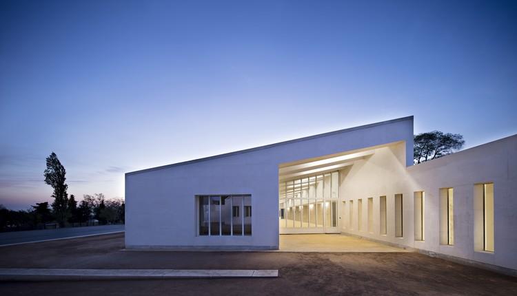 juvenile detention educational facility combas architectes archdaily. Black Bedroom Furniture Sets. Home Design Ideas