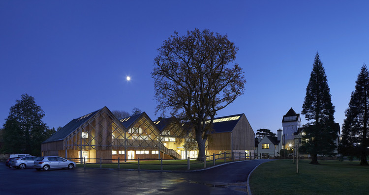 Bedales School with Bedales School Art and Design Building. Architecture by Feilden Clegg Bradley Studios. Image © Hufton + Crow