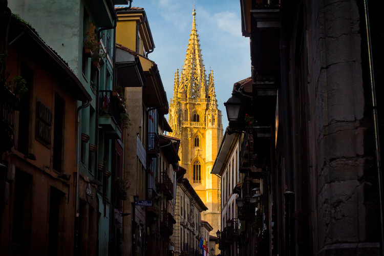 Dos proyectos en Asturias y Cantabria consiguen el primer Premio de Urbanismo Español 2017, Oviedo, capital del Principado de Asturias. Image © Hernán Piñera [Flickr], bajo licencia CC BY-SA 2.0