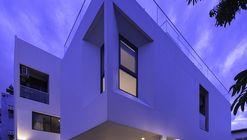 Sukhumvit 50 House  / DFAP Architect