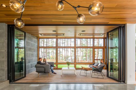 Northern Lake Home / Strand Design