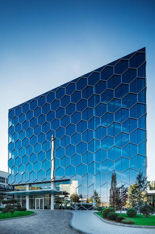 Biovet Headquarters / Atelier Serafimov Architects, © Aleksandar Novoselski