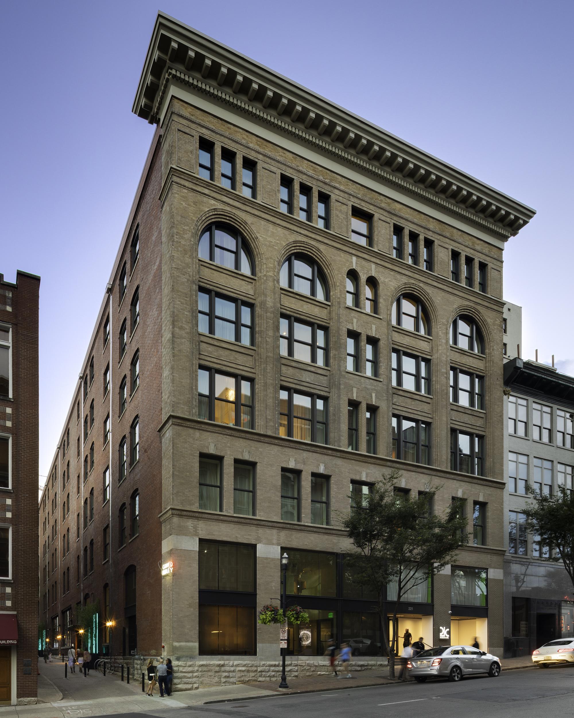 Nashville Architects: 21c Museum Hotel Nashville / Deborah Berke Partners