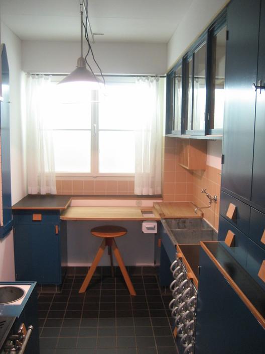 Margarete Schütte-Lihotzky: los espacios de los trabajos domésticos, Cocina Frankfurt. Image vía Wikipedia User: Christos Vittoratos Licensed Under CC BY-SA 3.0
