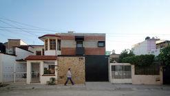 Casa CH / Apaloosa Estudio de Arquitectura y Diseño