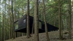 Residência Meia-Árvore / Jacobschang Architecture