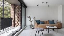 Ruffey Lake House / Inbetween Architecture