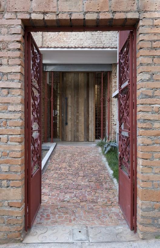 A curiosa história dos pisos de caquinhos de cerâmica, Marília / Super Limão Studio. Image © Maira Acayaba
