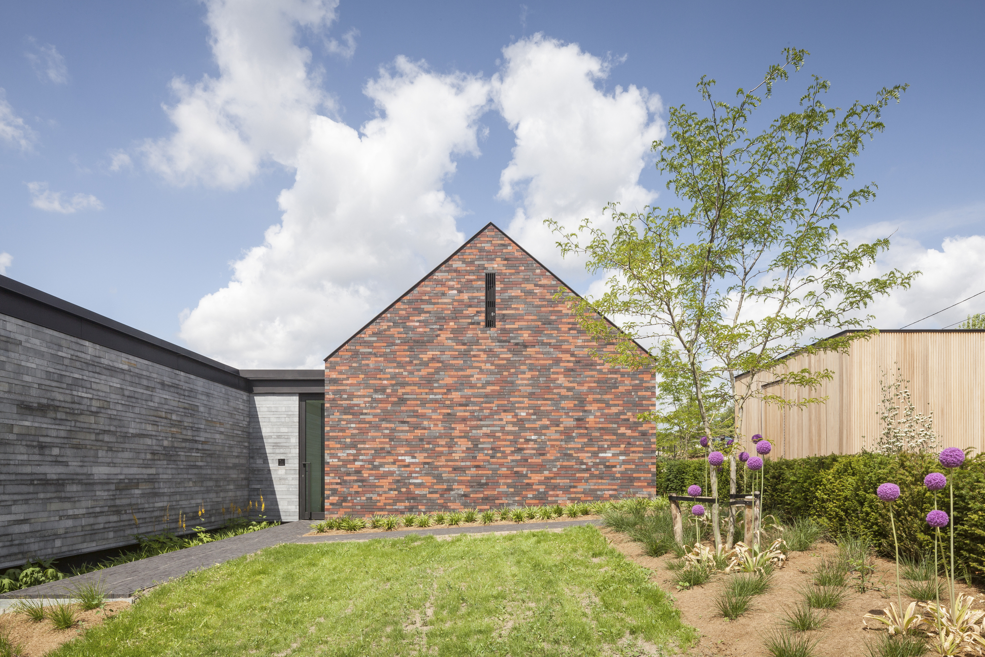 H shaped house with office sam architects archdaily for H shaped house