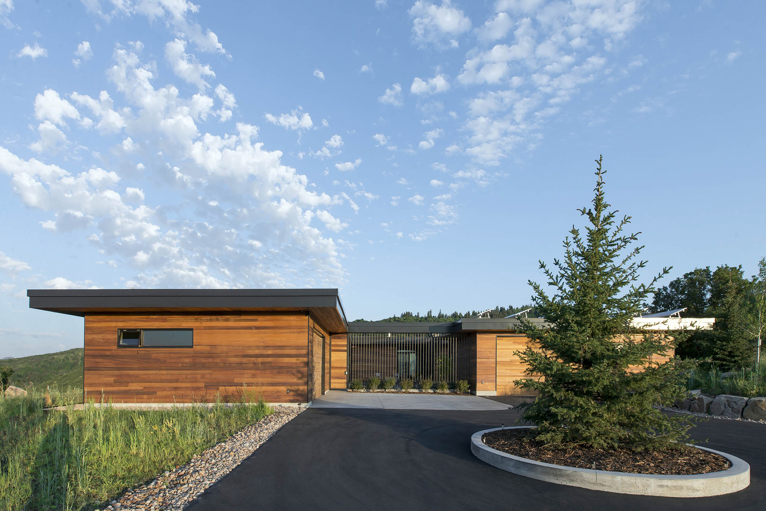 Gallery of Red Hawk House / Imbue Design - 15