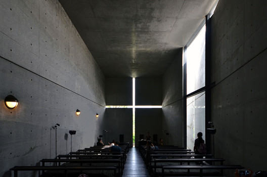 Church of the Light / Tadao Ando. Image © <a href='https://www.flickr.com/photos/hetgacom/22029029686'>Flickr user hetgacom</a> licensed under <a href='https://creativecommons.org/licenses/by-sa/2.0/'>CC BY-SA 2.0</a>
