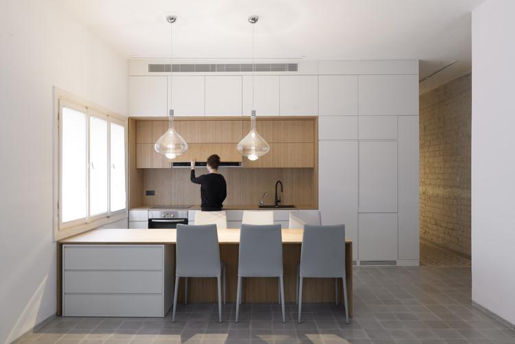 Largo y delgado / XS Studio for compact design, © Gidon Levin