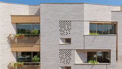 Edificio residencial Malek / Piramun Architectural Office