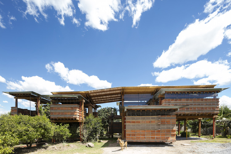 En su primera edición, el CNAE busca tomarle el pulso a la arquitectura ecuatoriana, Casa en el Carrizal / Daniel Moreno + Sebastián Calero.. Image © Lorena Darquea