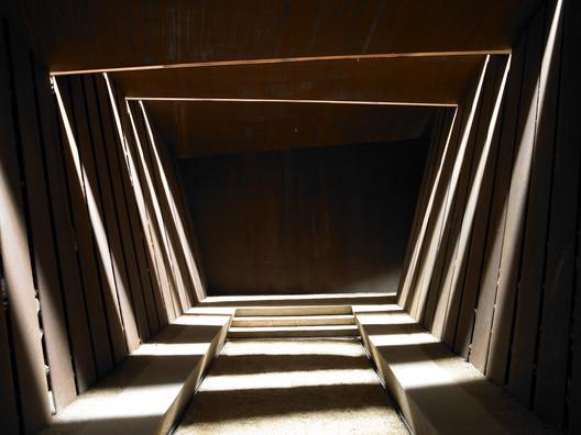 Bodegas Bell-lloc / RCR Arquitectes, oficina invitada a la primera edición del MUGAK. Image © Eugeni PONS